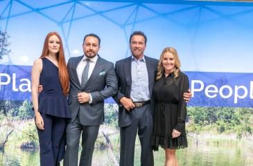 """AUSTRIAN WORLD SUMMIT: Arnold Schwarzenegger zeichnet Klemens Hallmann als """"Climate Action Hero"""" aus"""